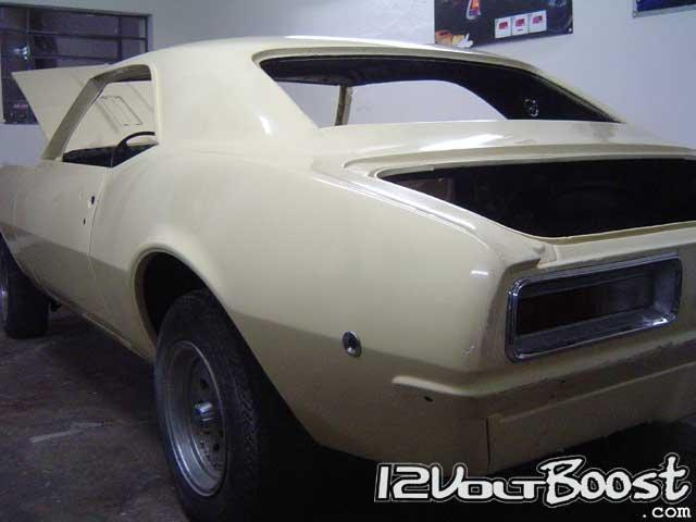chevy_camaro_67_butternut_yellow_traseira.jpg
