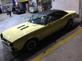 chevy_camaro_67_butternut_yellow_gas_station.jpg