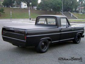 Ford_F100_Look_USA_1967_1979_Pneu_Largo_Roda_com_Calota_Lanterna_Fume.jpg