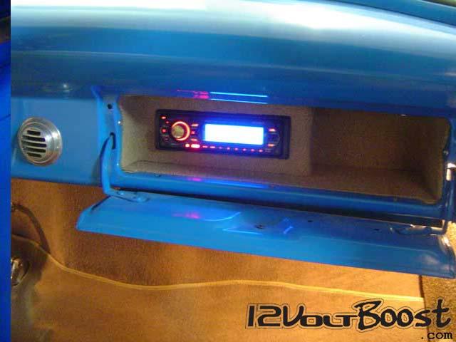 Ford_Truck_F100_1959_BlueRock_Som_PortaLuvas.jpg