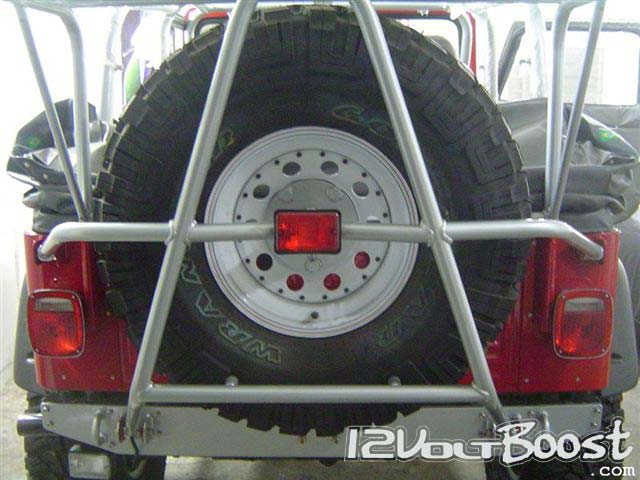 Jeep_but_LandRover_Defender_TDI_underneath_08.jpg