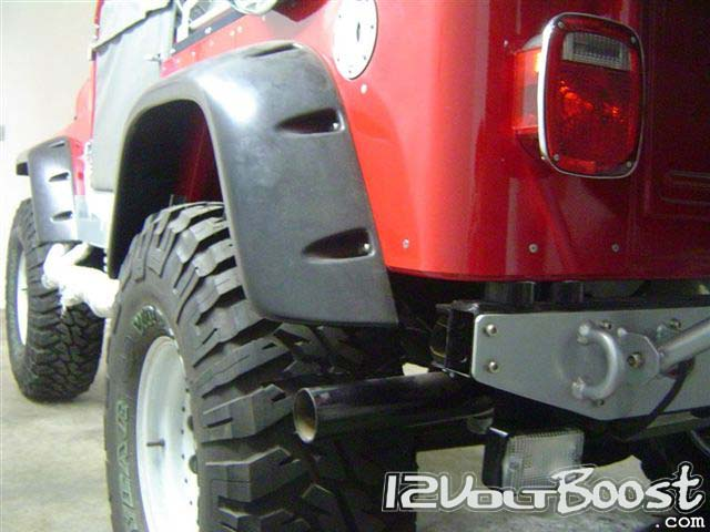Jeep_but_LandRover_Defender_TDI_underneath_17.jpg